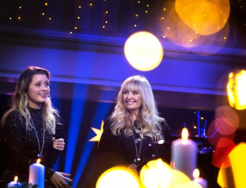 """Hanne og Amalie synger i """"Håp i en gryte"""""""